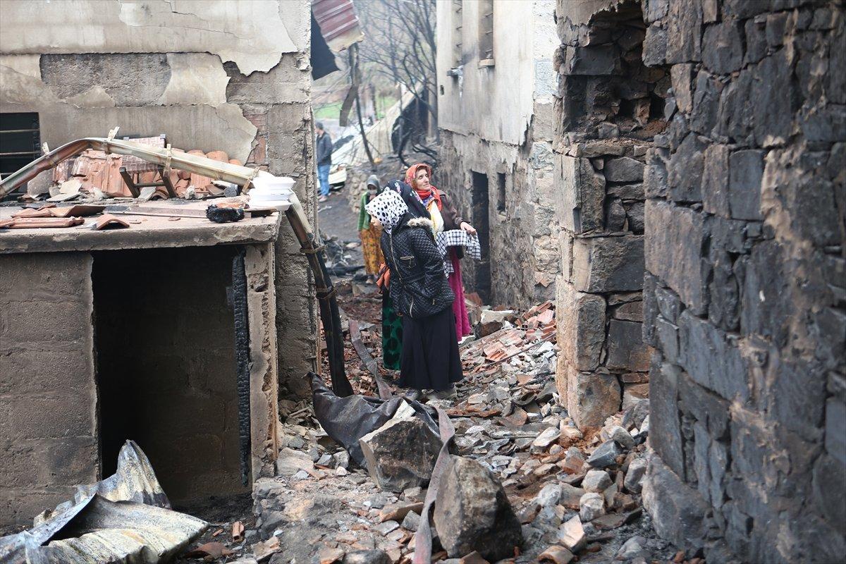 Trabzon da yangınla yok olan mahallede hasar tespiti yapılıyor #17