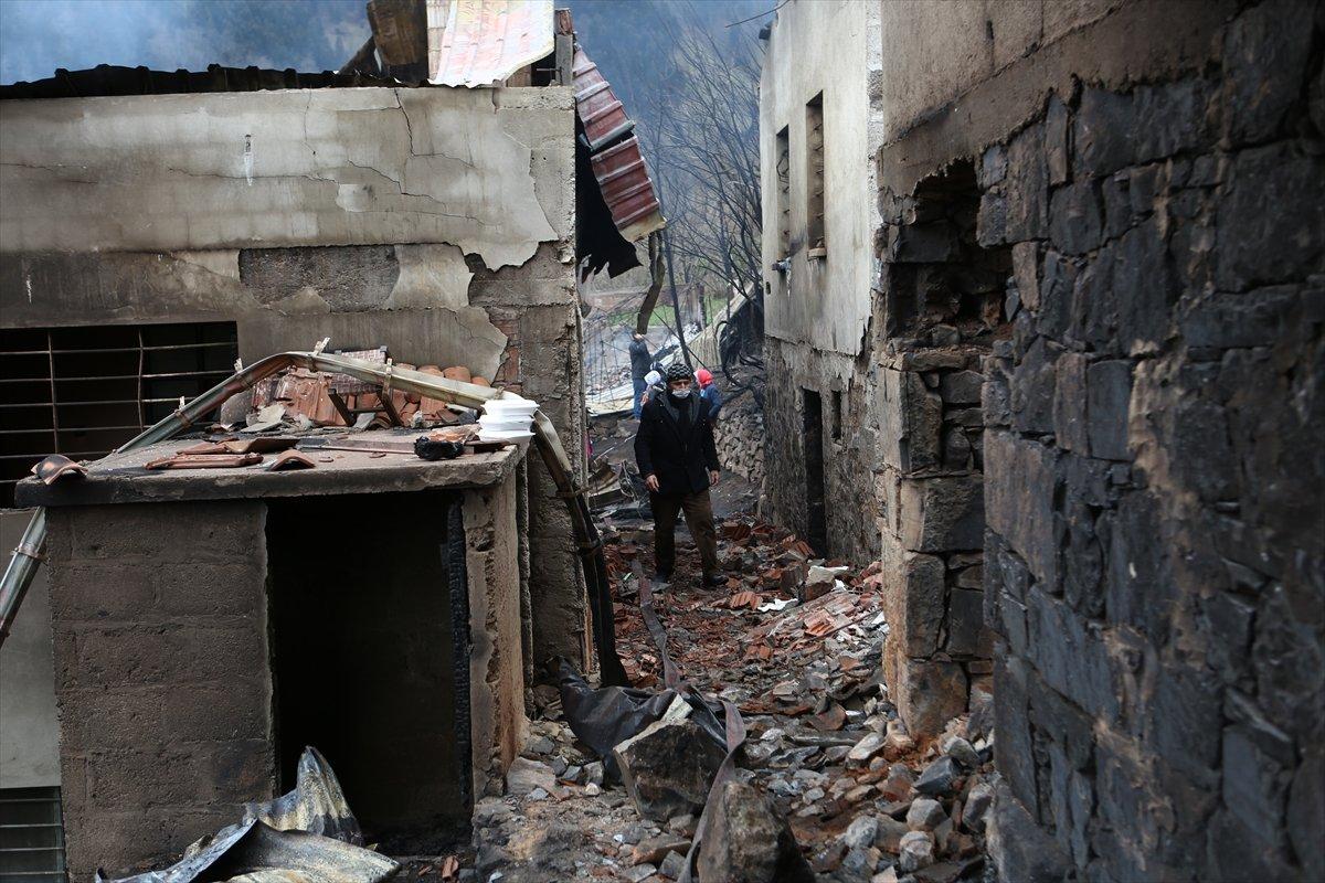 Trabzon da yangınla yok olan mahallede hasar tespiti yapılıyor #21