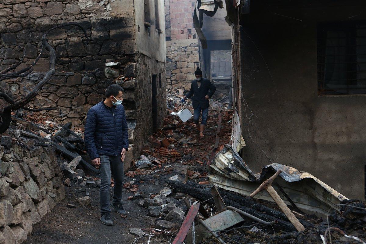 Trabzon da yangınla yok olan mahallede hasar tespiti yapılıyor #3