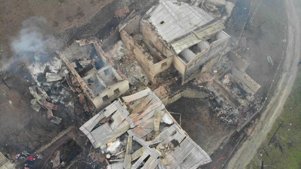 Trabzon da yangınla yok olan mahallede hasar tespiti yapılıyor #7