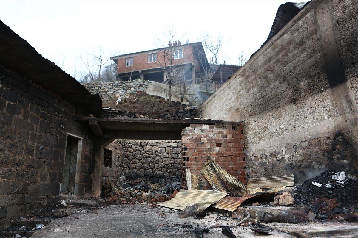 Trabzon da yangınla yok olan mahallede hasar tespiti yapılıyor #8