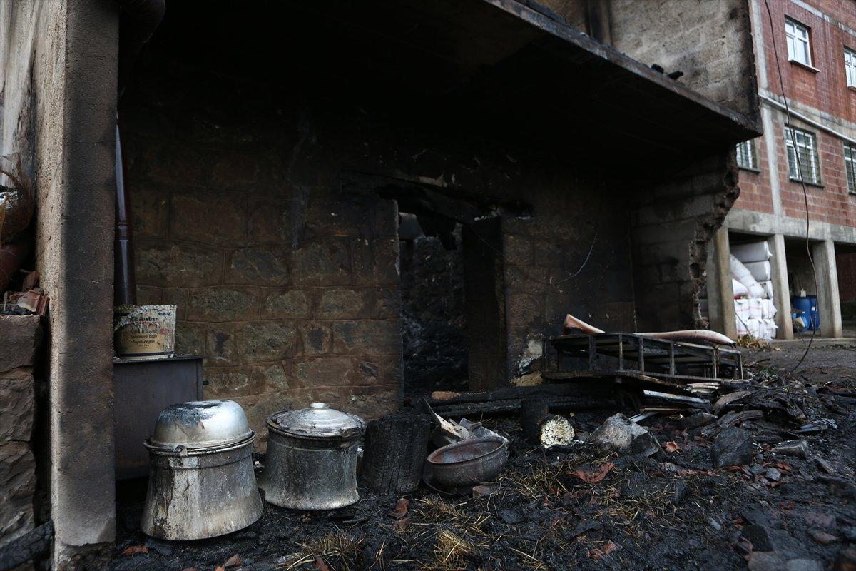 Trabzon da yangınla yok olan mahallede hasar tespiti yapılıyor #14