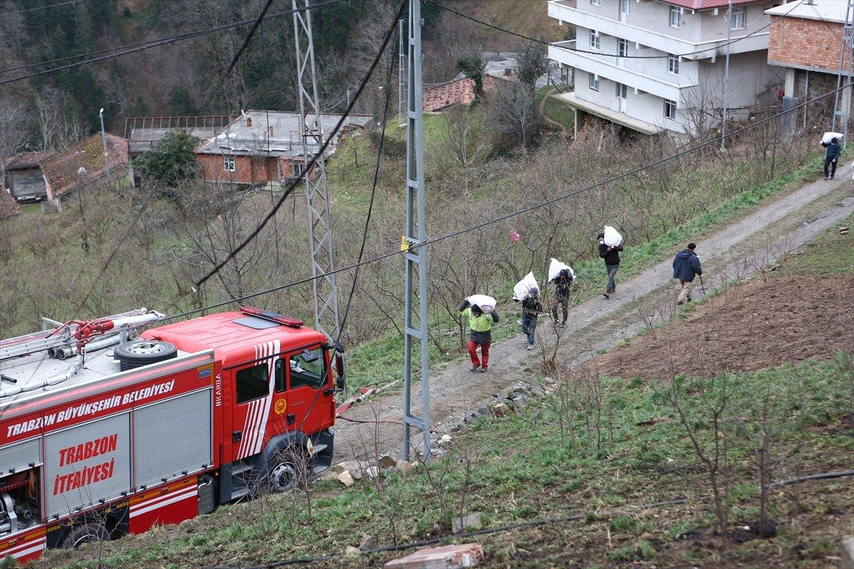 Trabzon da yangınla yok olan mahallede hasar tespiti yapılıyor #13