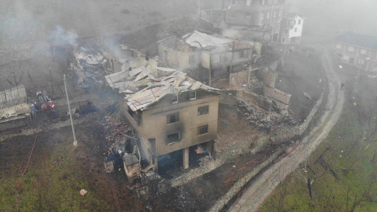 Trabzon da yangınla yok olan mahallede hasar tespiti yapılıyor #6