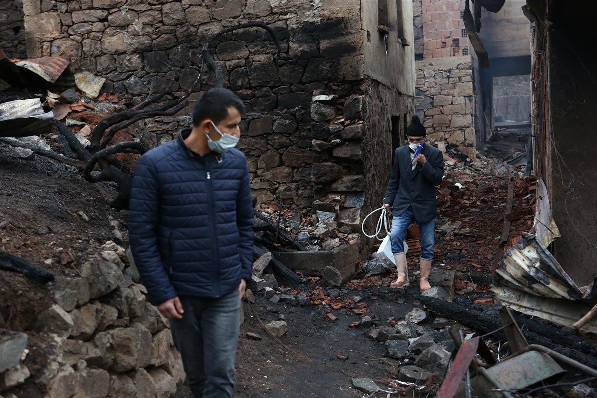 Trabzon da yangınla yok olan mahallede hasar tespiti yapılıyor #4