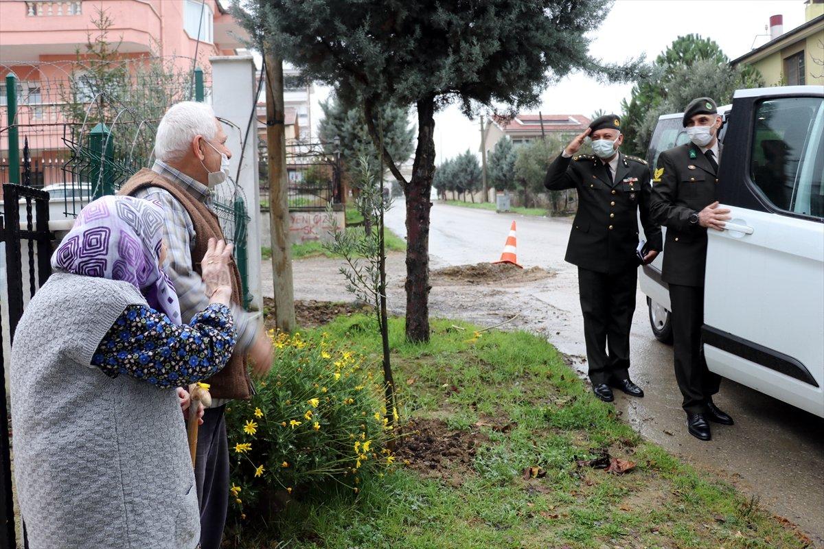 Yalovalı Zeliha Nine, ördüğü çorapları Mehmetçik e gönderdi #5