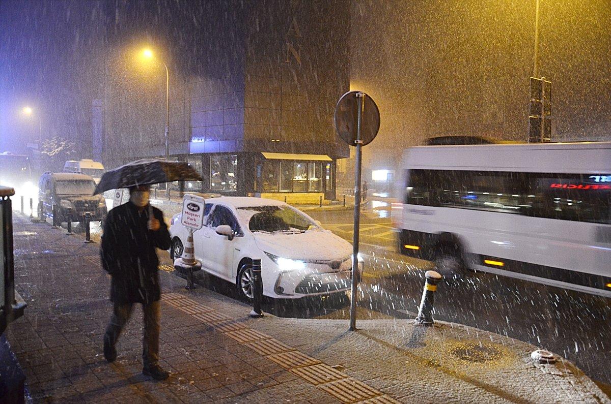 İstanbul da kar yağışı etkisini artırdı #5