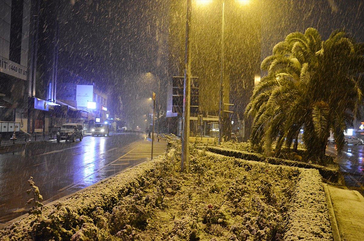İstanbul da kar yağışı etkisini artırdı #7
