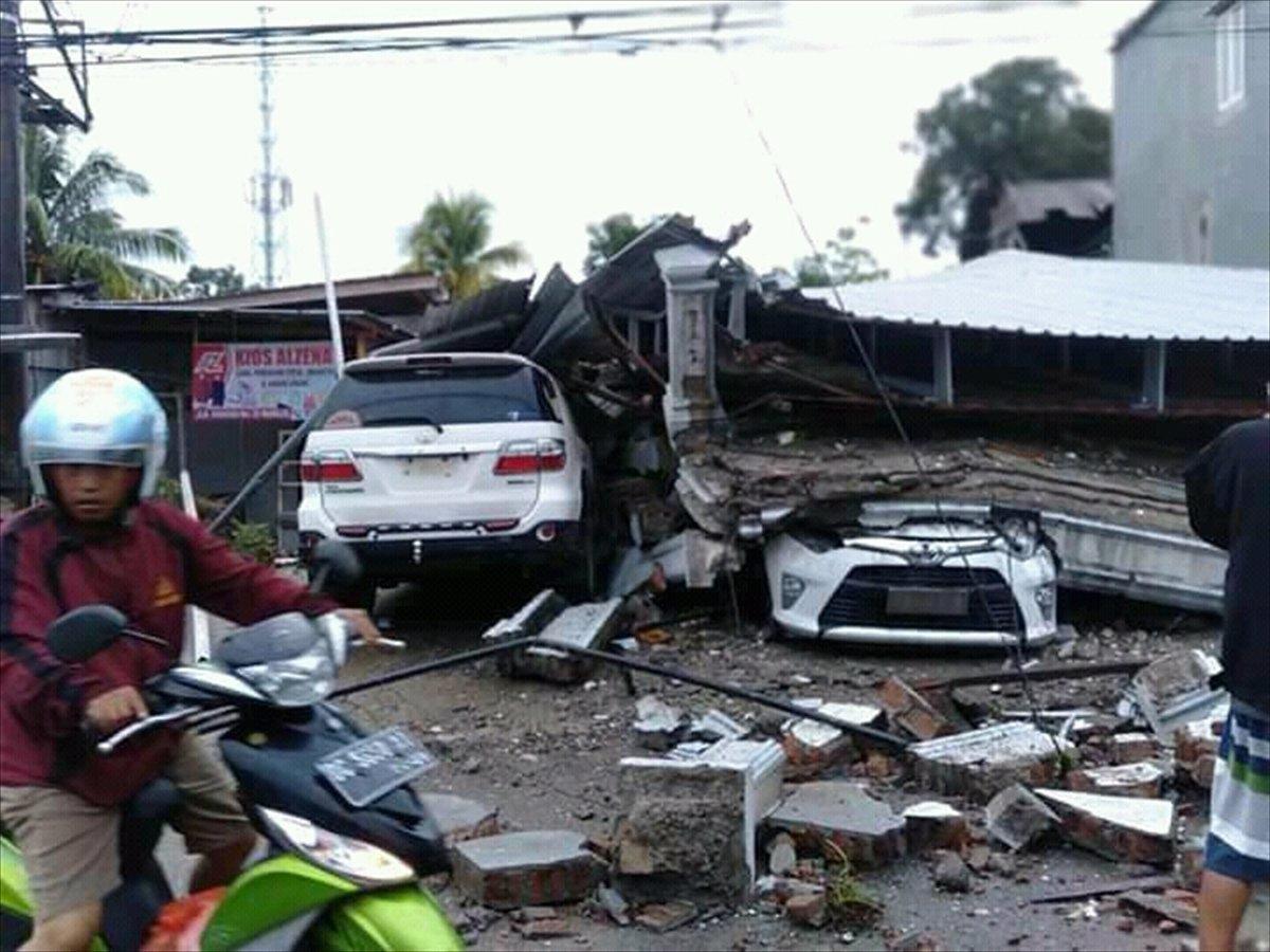 Endonezya da 6,2 büyüklüğünde deprem #12