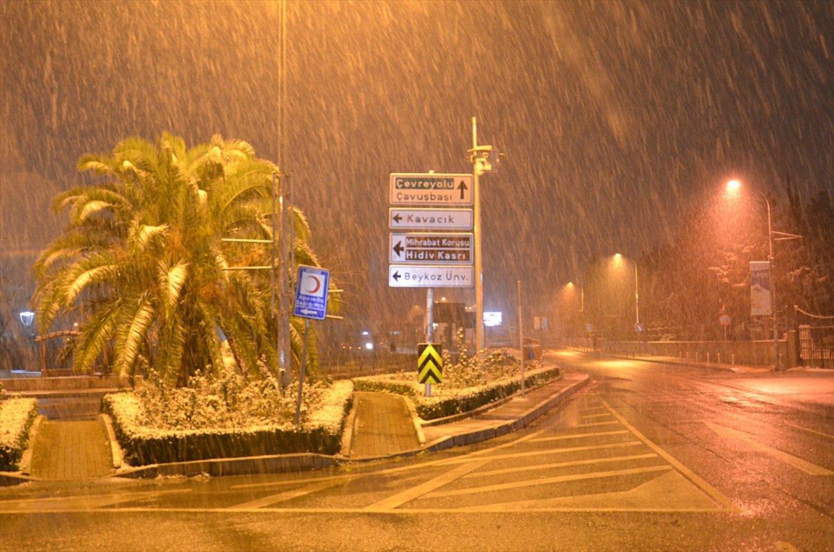 İstanbul da kar yağışı etkisini artırdı #6