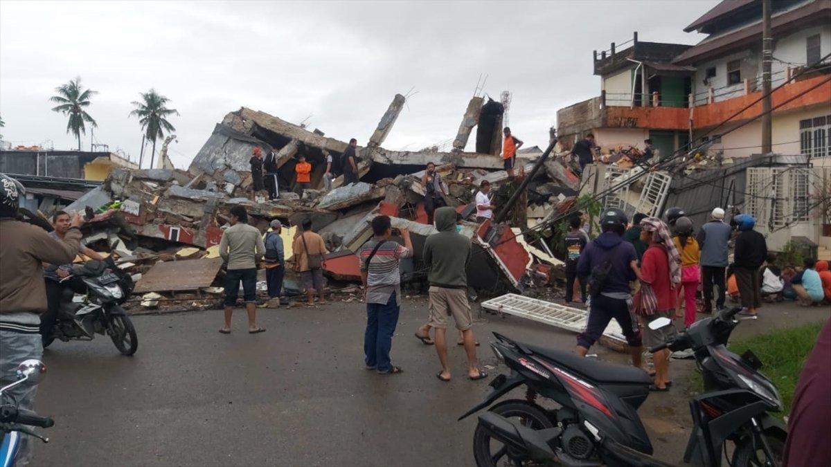 Endonezya da 6,2 büyüklüğünde deprem #1