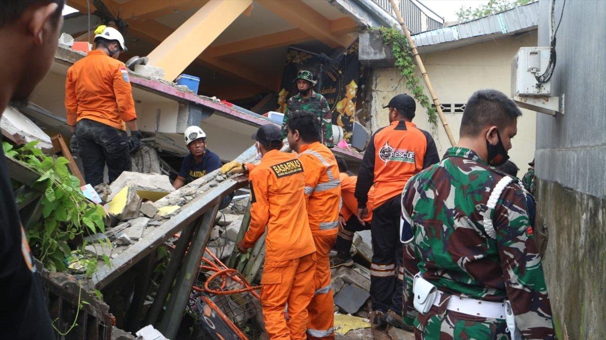 Endonezya da 6,2 büyüklüğünde deprem #3