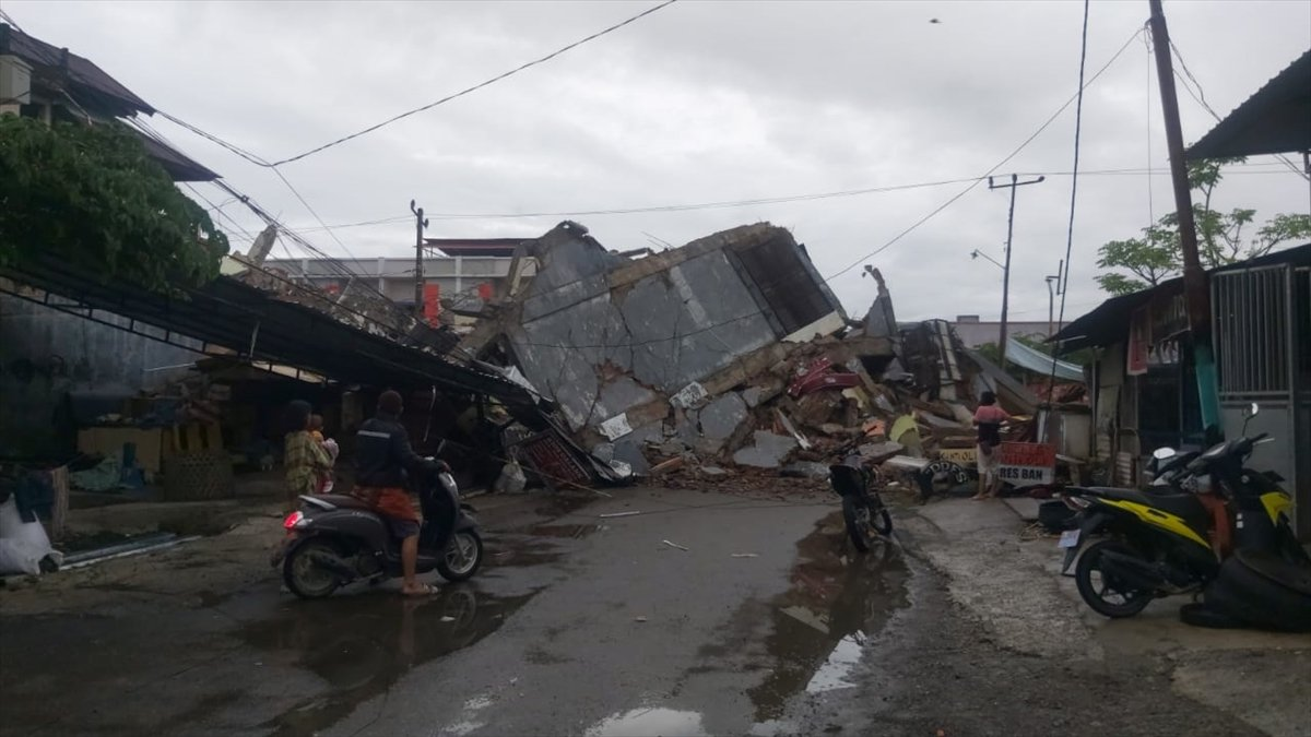 Endonezya da 6,2 büyüklüğünde deprem #5
