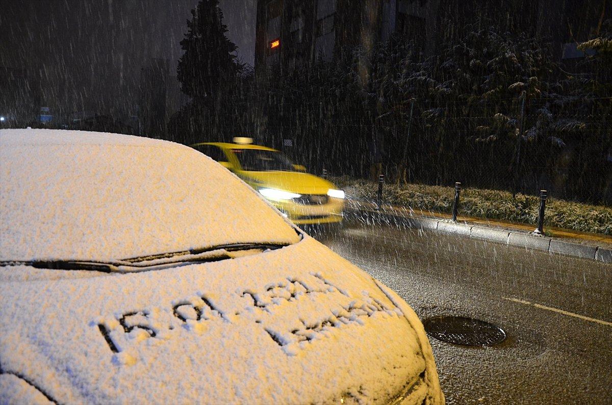İstanbul da kar yağışı etkisini artırdı #2