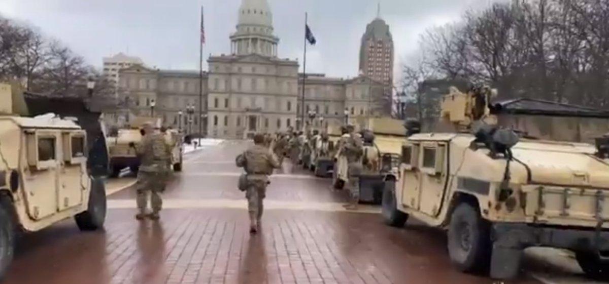 Trump destekçileri silahlanıp sokağa indi #1