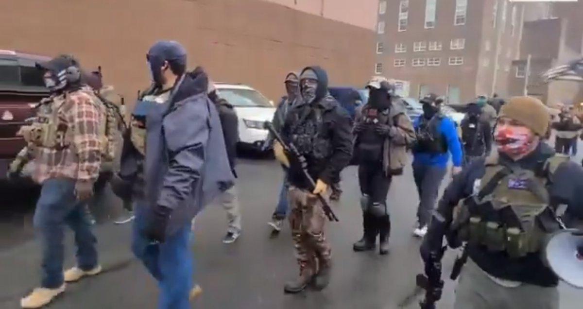 Trump destekçileri silahlanıp sokağa indi #5