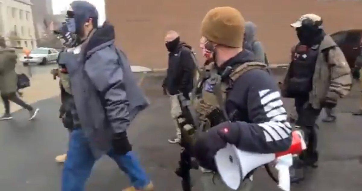 Trump destekçileri silahlanıp sokağa indi #6