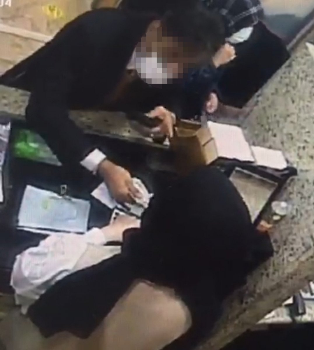 Kocaeli de döviz bürosundan 3 bin dolar çalan İranlıya gözaltı #1