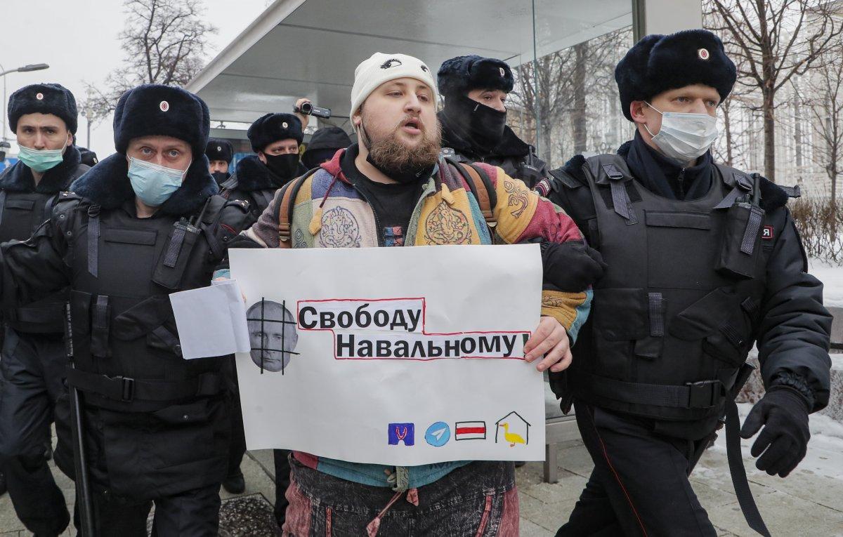 Rusya nın doğu kentlerinde 'Aleksey Navalnıy' protestoları başladı #16