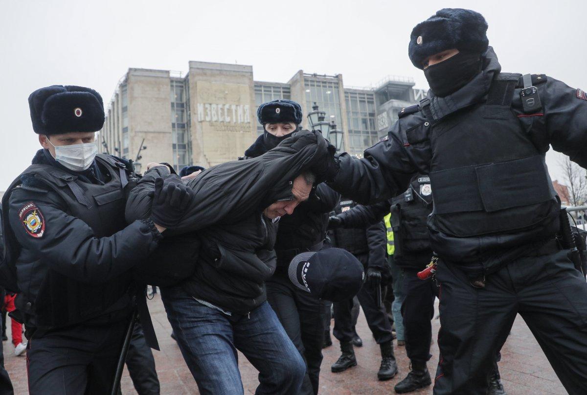 Rusya nın doğu kentlerinde 'Aleksey Navalnıy' protestoları başladı #5