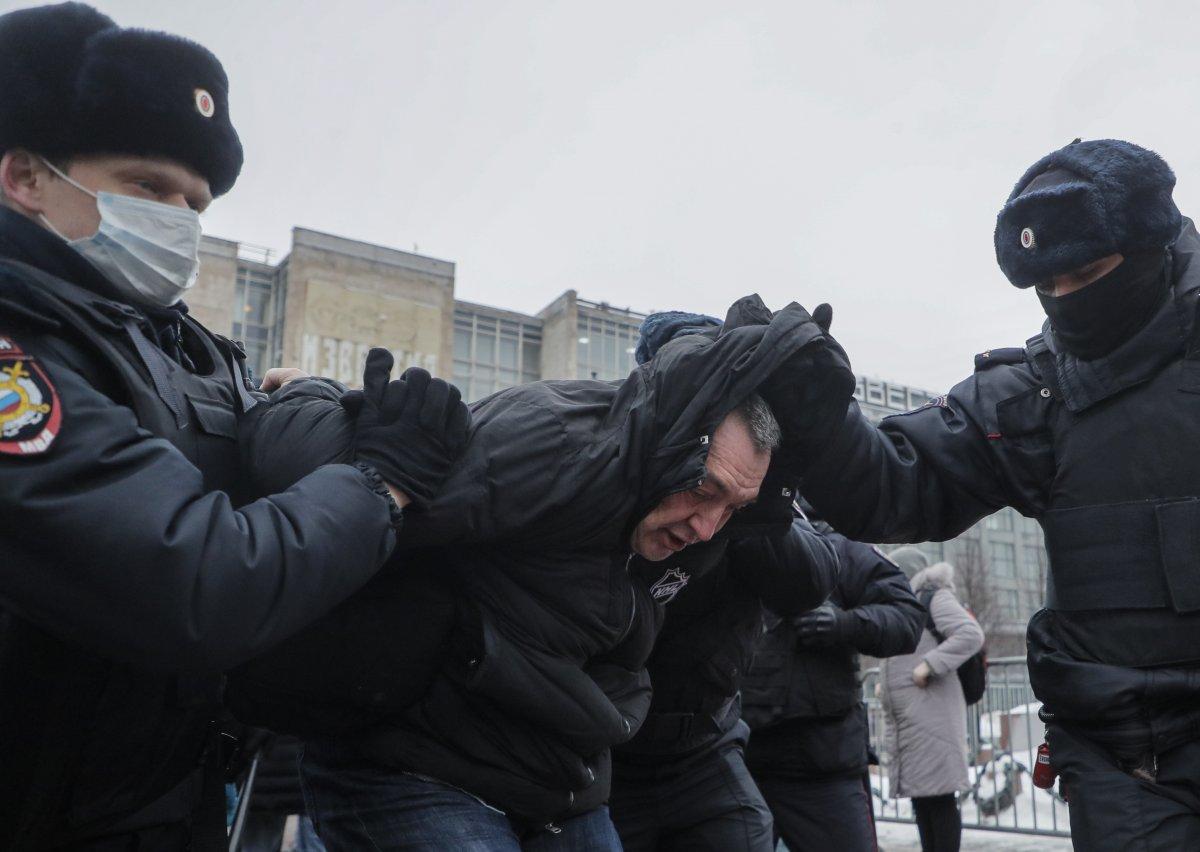 Rusya nın doğu kentlerinde 'Aleksey Navalnıy' protestoları başladı #17
