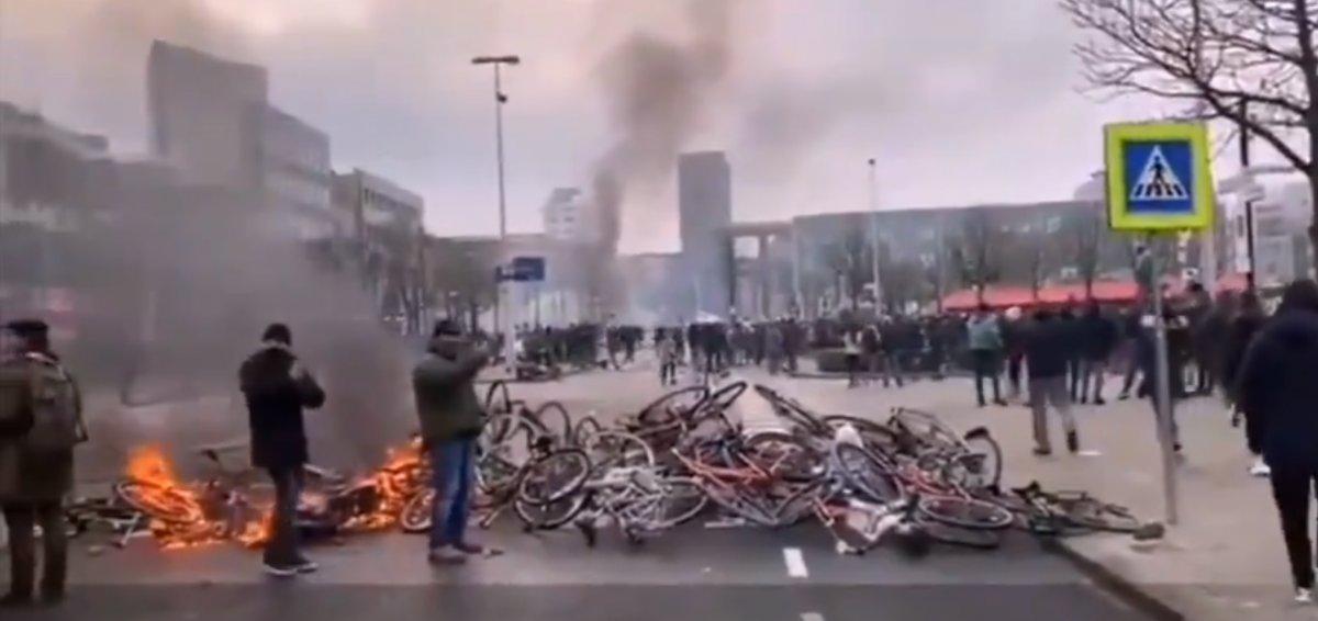 Hollanda da sokağa çıkma kısıtlamasına karşı protestolar devam ediyor #3