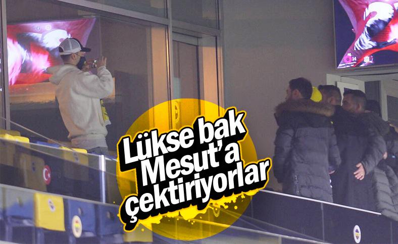 Mesut Özil, Kayserispor maçını tribünden izledi