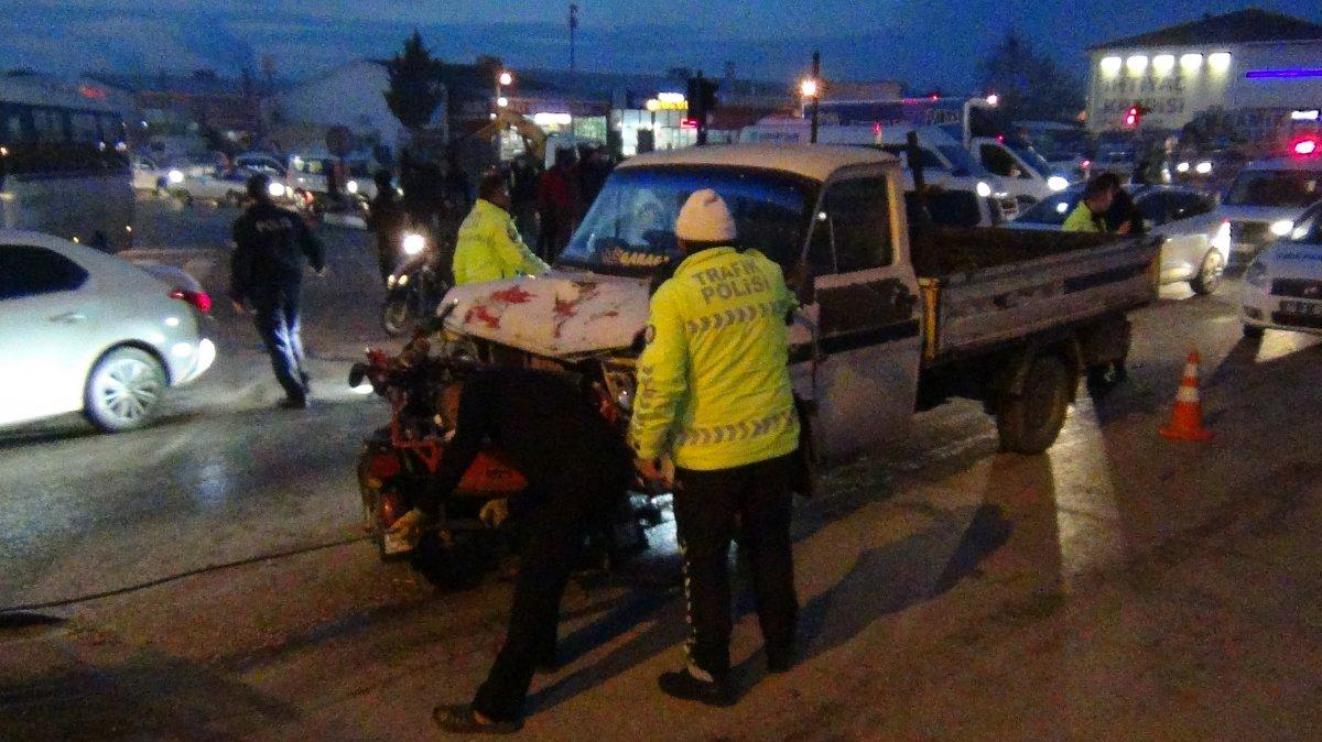 Bursa da kamyonet ile engelli aracı çarpıştı #2