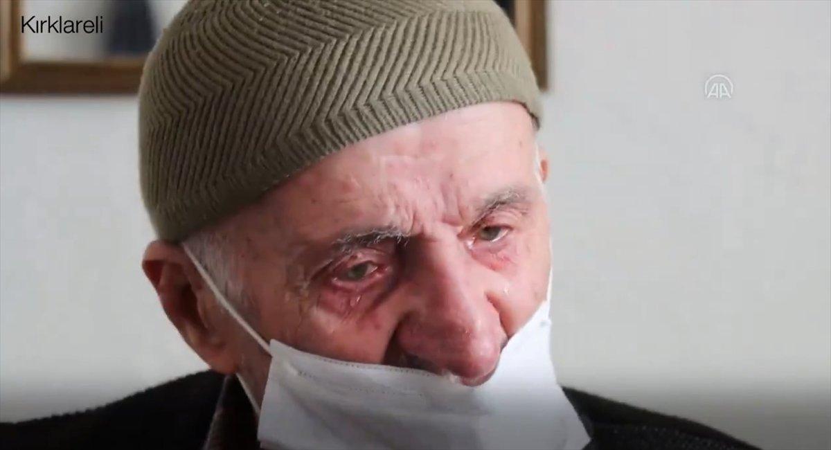 Fahrettin Koca aşı olan Selim Dede nin duygu dolu görüntülerini paylaştı #2