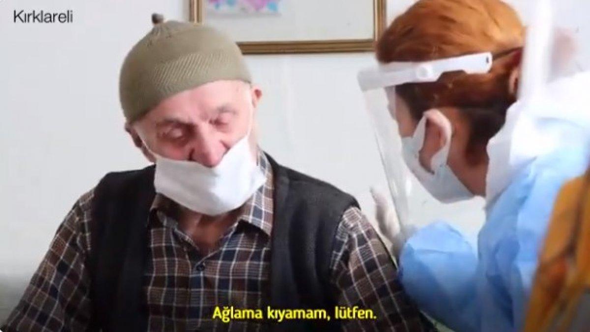 Fahrettin Koca aşı olan Selim Dede nin duygu dolu görüntülerini paylaştı #1
