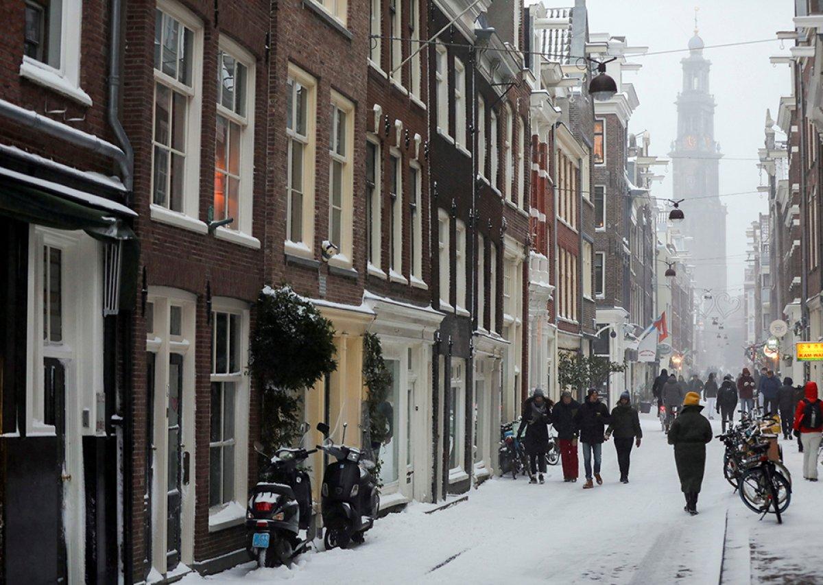 hollanda 10 yilin ilk buyuk kar firtinasini yasadi 4695