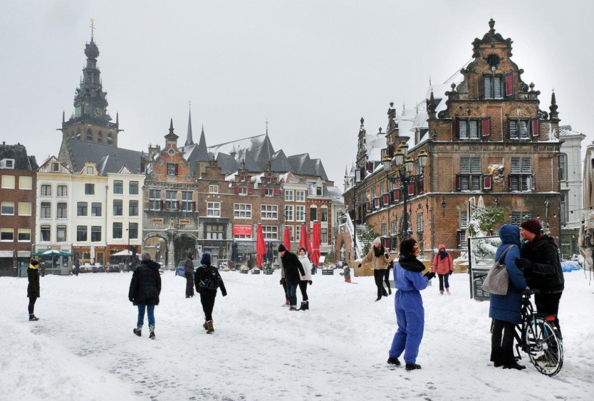 hollanda 10 yilin ilk buyuk kar firtinasini yasadi 7588