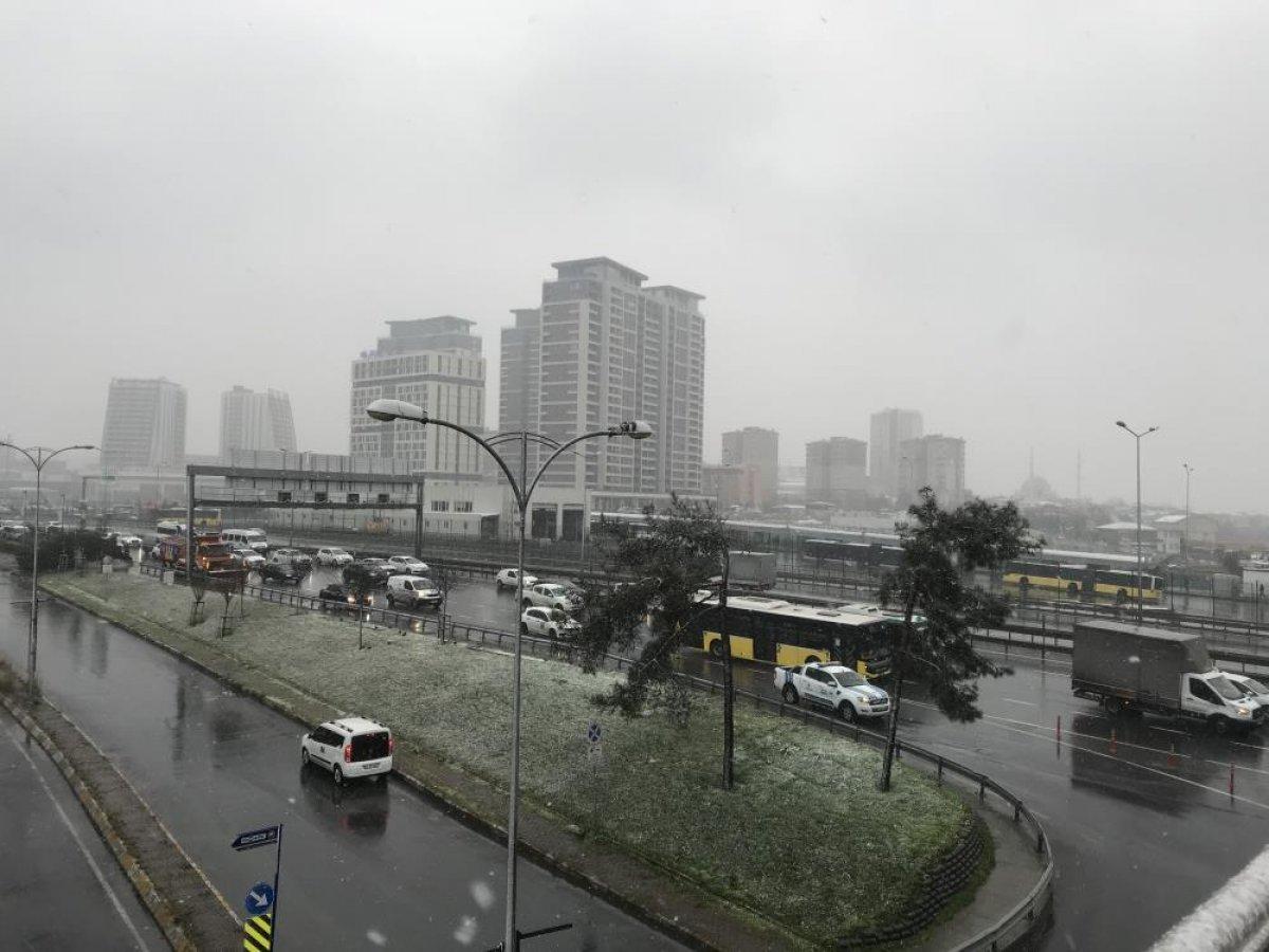 İstanbul da beklenen kar yağışı başladı #3