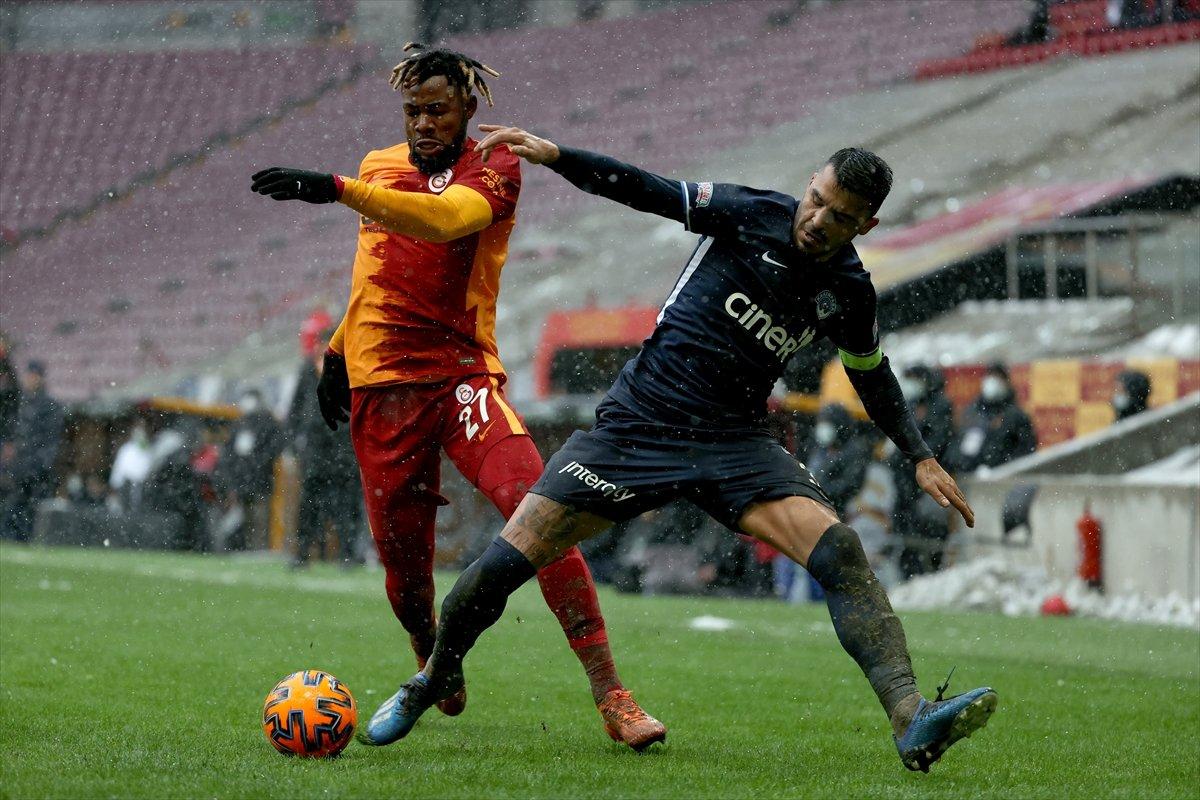 Galatasaray karlı zeminde Kasımpaşa dan 3 puanı aldı #1