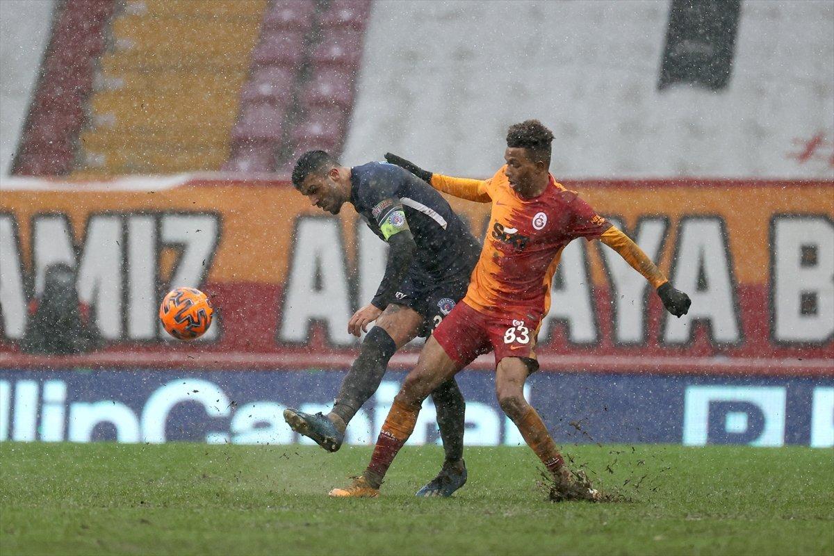 Galatasaray karlı zeminde Kasımpaşa dan 3 puanı aldı #2