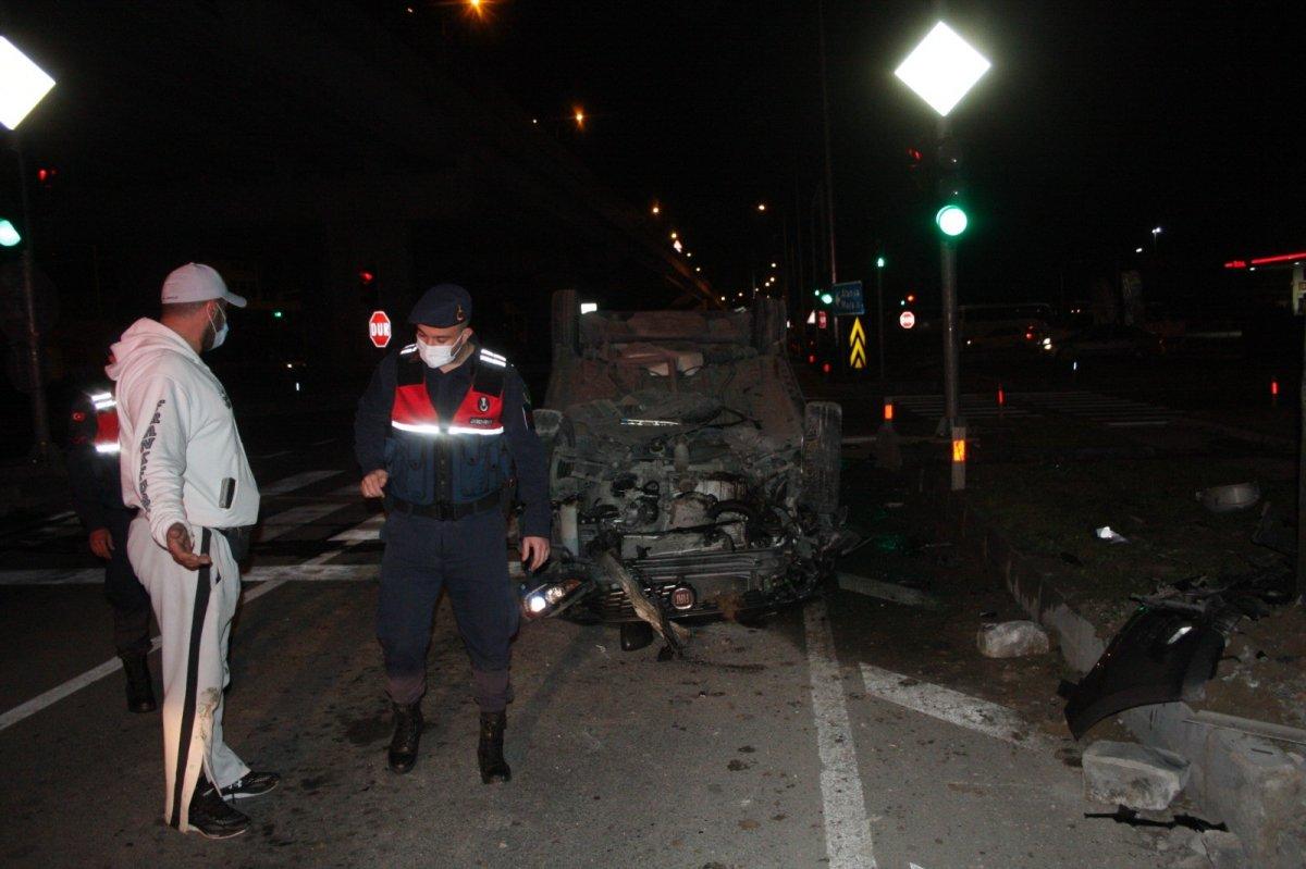 Antalya'da kazadan kurtulan alkollü sürücü, koronavirüs dersi verdi
