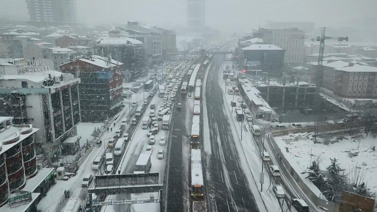 İstanbul da kar, araç sürücülerini zorladı #3