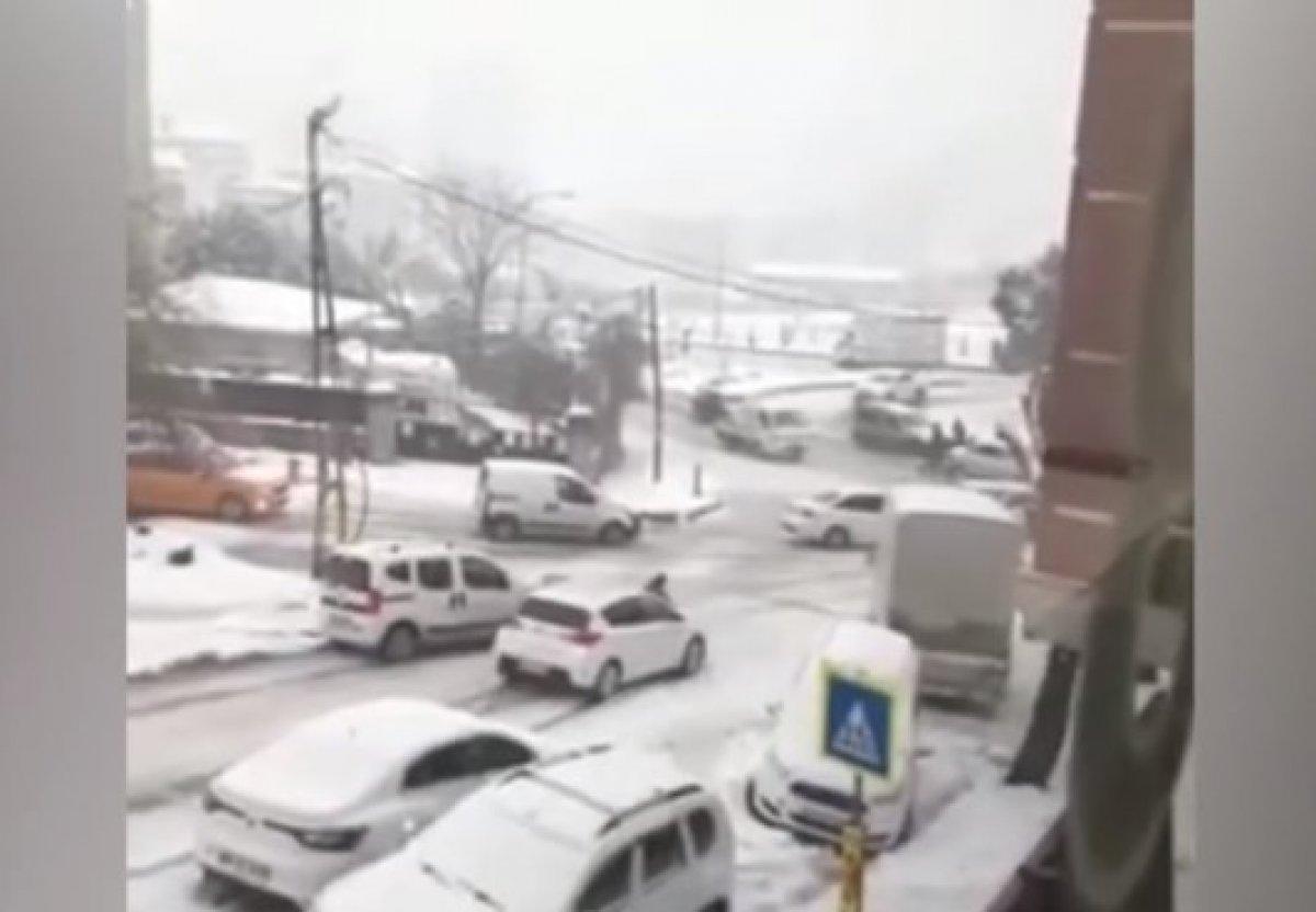 İstanbul da kar, araç sürücülerini zorladı #1