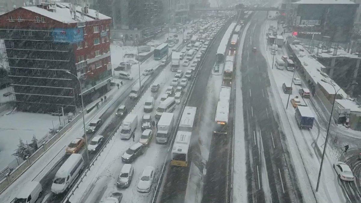İstanbul da kar, araç sürücülerini zorladı #4
