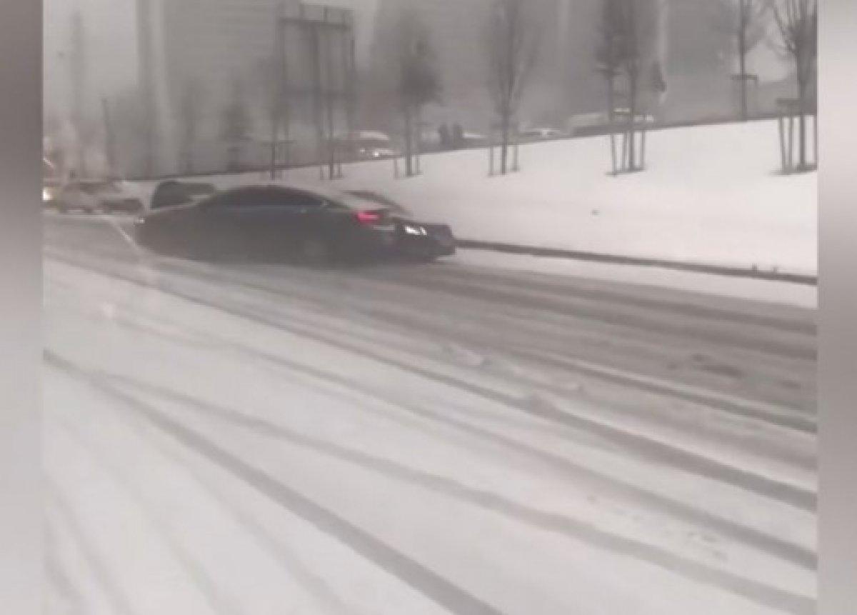 İstanbul da kar, araç sürücülerini zorladı #2