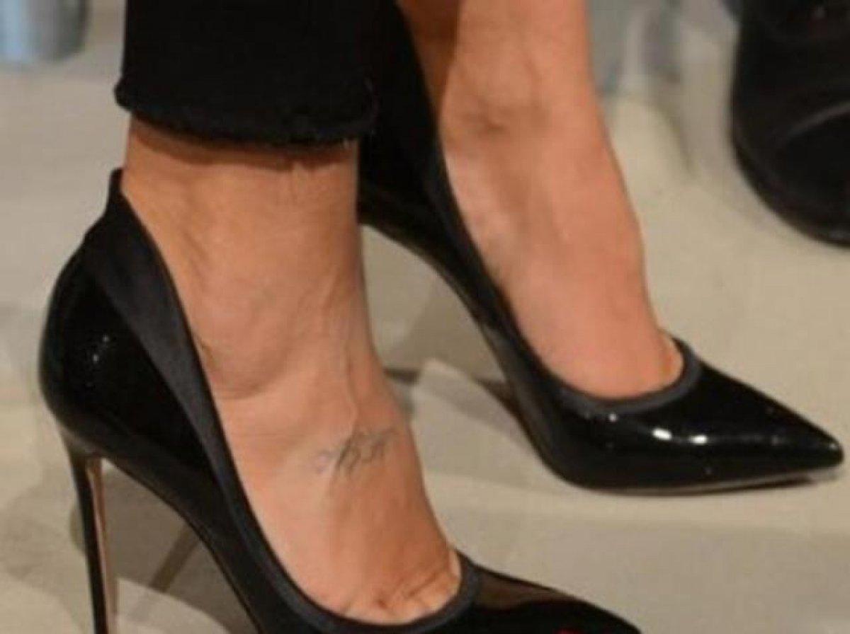 Hadise ayağına dövme yaptırdı #1