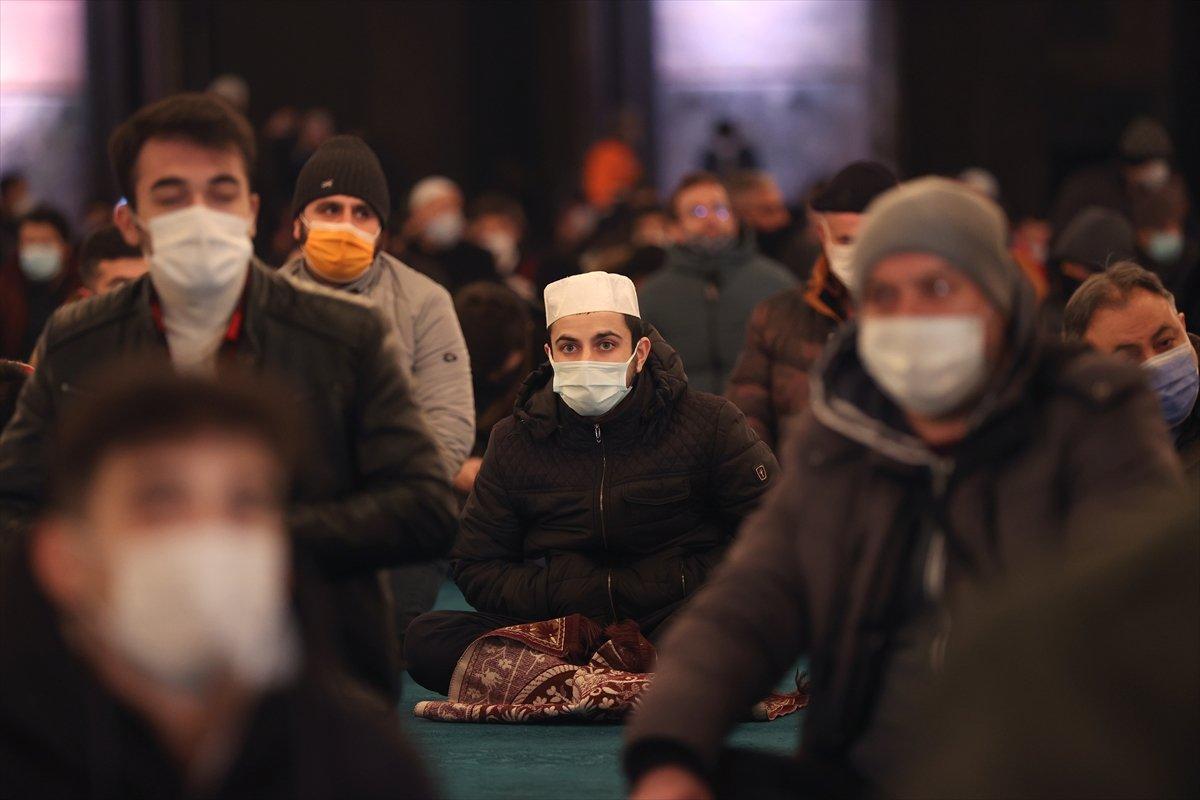 Ayasofya da Regaip Kandili idrak edildi #14