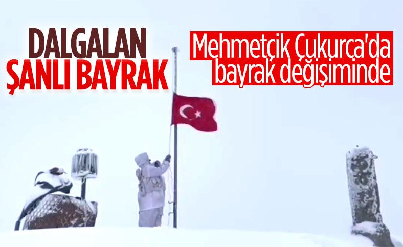 Mehmetçik, Stine Üs Bölgesi'nde bayrak değişimi yaptı