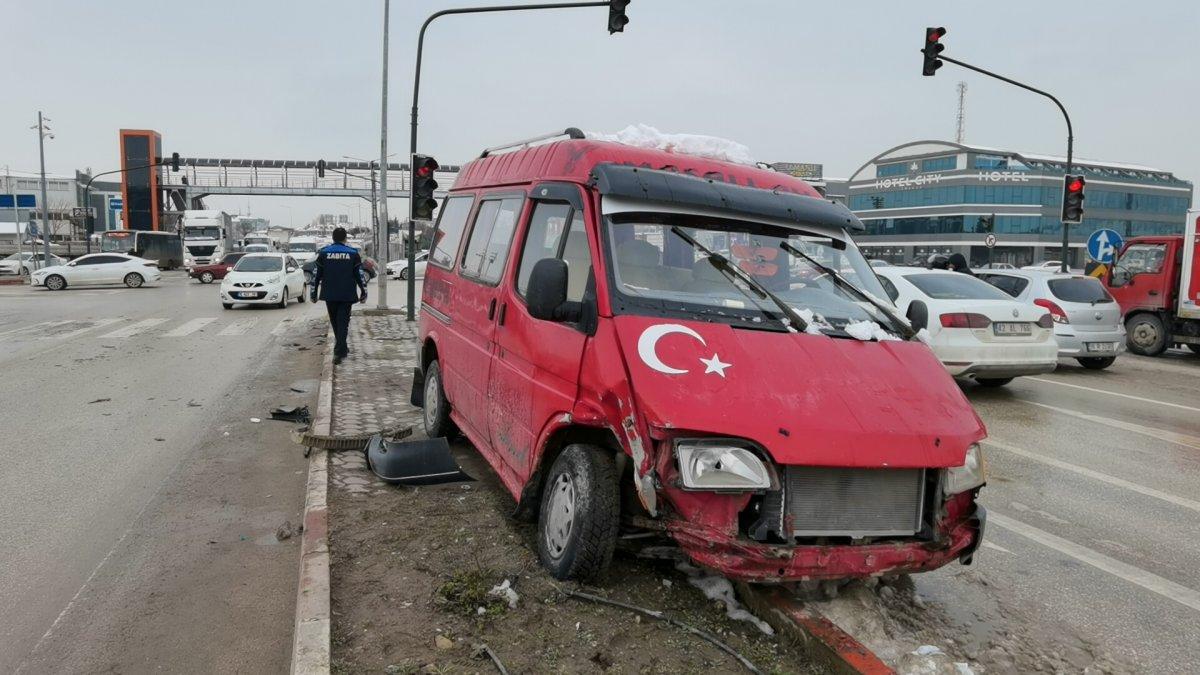 Bursa da yaya geçidinde ölümden kıl payı kurtuldu #5