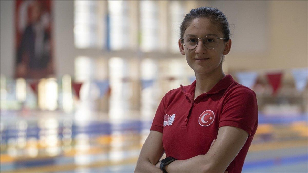 Milli yüzücü Beril Böcekler olimpiyat barajını geçti #1