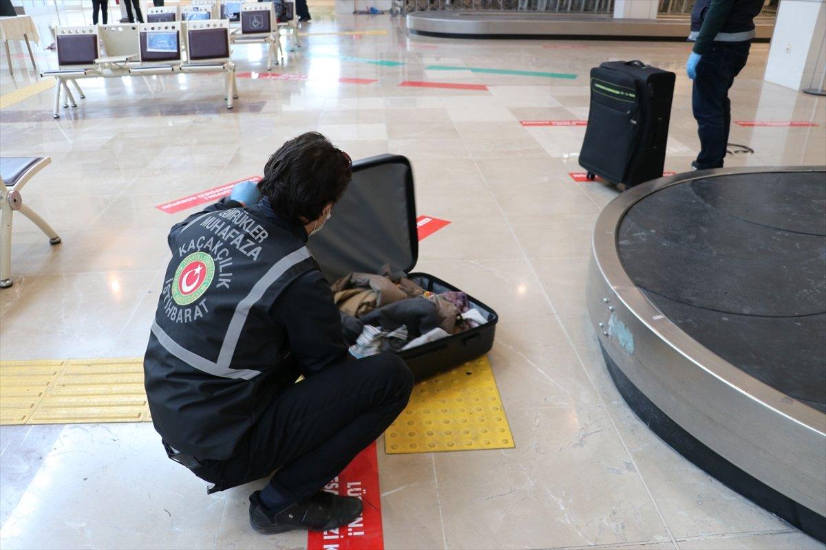 Denizli de İranlı yolcunun valizinden uyuşturucu çıktı #4