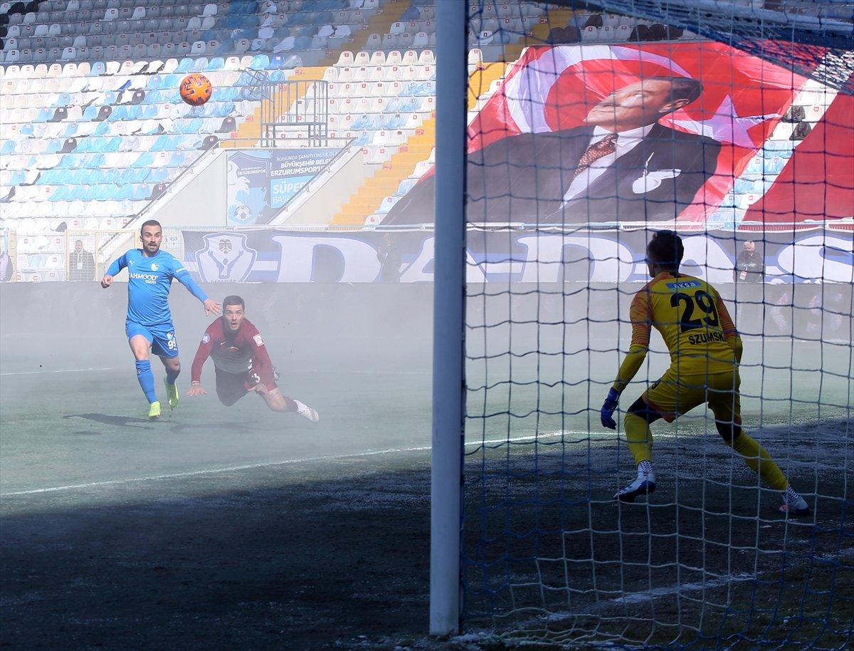 BB Erzurum-Hatayspor maçında ilginç görüntü #3