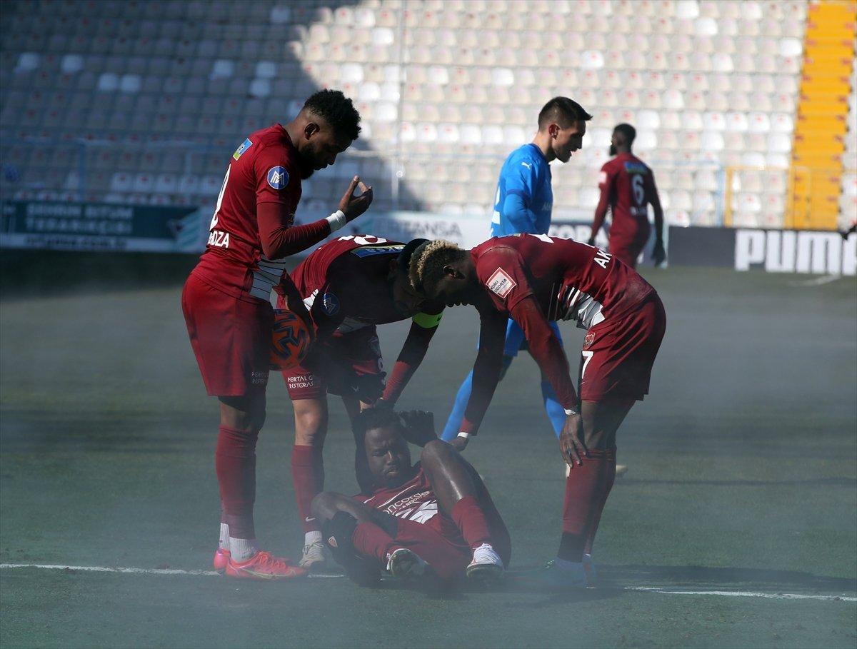 BB Erzurum-Hatayspor maçında ilginç görüntü #2