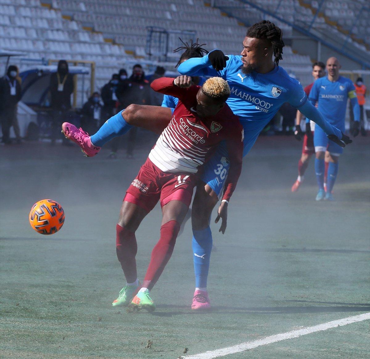 BB Erzurum-Hatayspor maçında ilginç görüntü #1