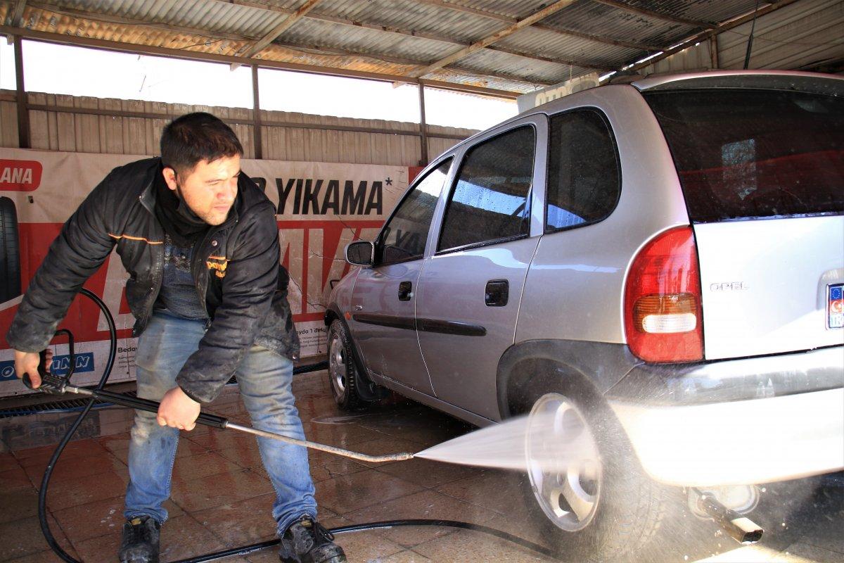 Elazığ da zihinsel engelli Erhan, işinde usta oldu #4